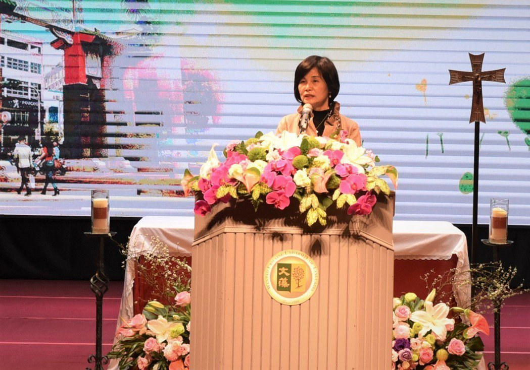 文藻外大新任校長陳美華致詞。 黃啟銘/攝影。