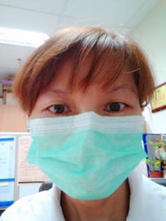 衛生福利部八里療養院感染管制護理師鄧小萍,呼籲民眾應正確戴好外科口罩。 八里療養...