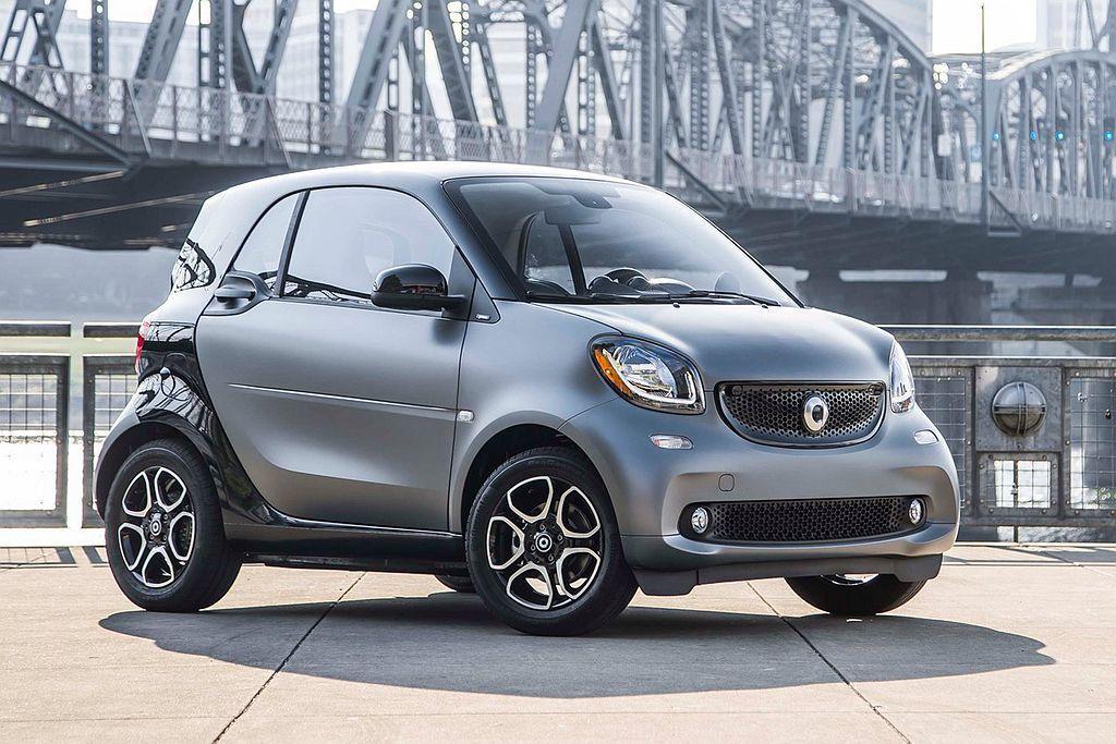 smart Fortwo動力來自1.0L自然進氣汽油引擎,具備71ps最大馬力及...