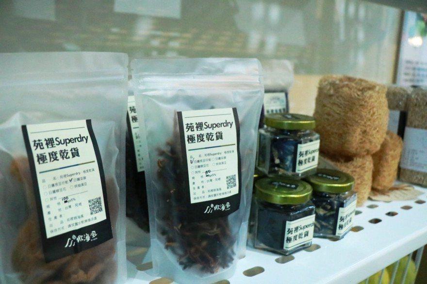 苑裡掀海風與在地小農進行合作,店內也會販售在地友善農產品。 攝影/劉悦蓉