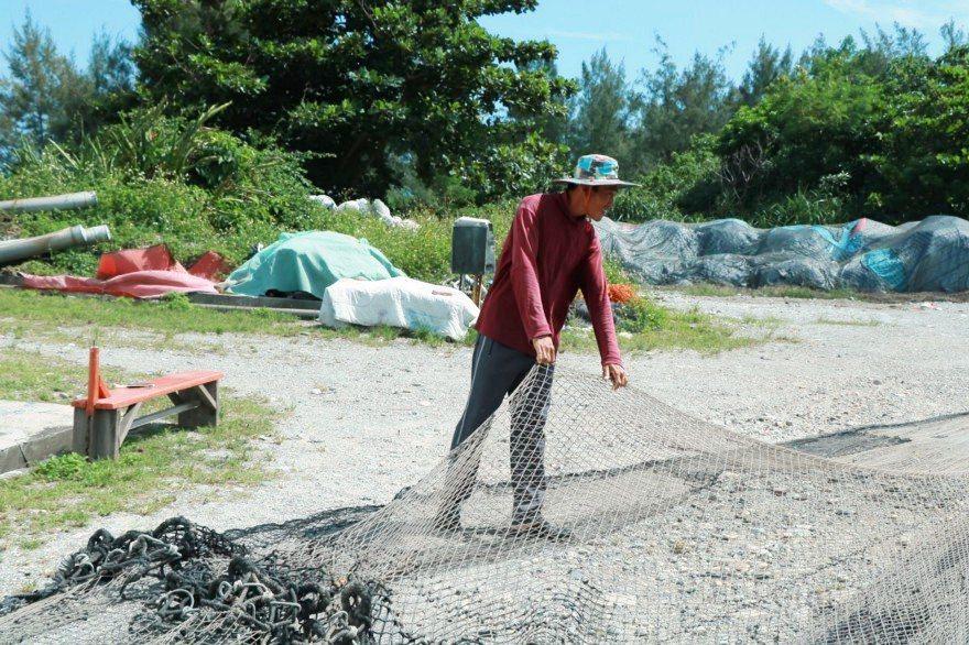 定置漁網面積龐大,需耗人力花時間整理。 攝影/劉悦蓉