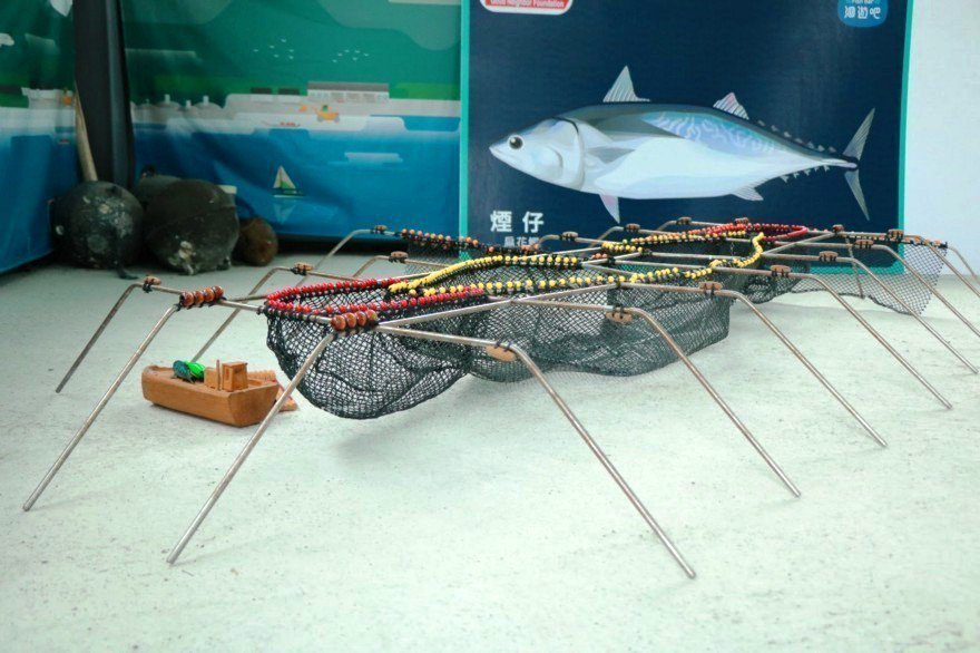 縮小版定置漁網模型,屬於友善、永續的捕撈方式。 攝影/劉悦蓉
