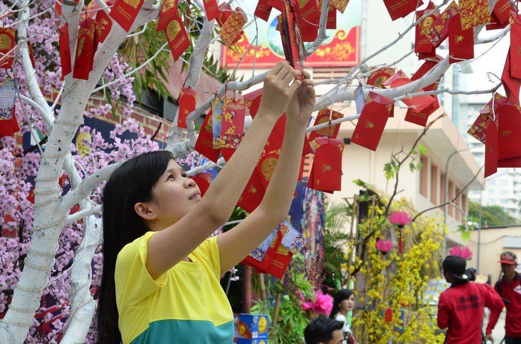 越南的新年,走出一座城市,另一座城市又有不同的過年活動。圖/pixabay