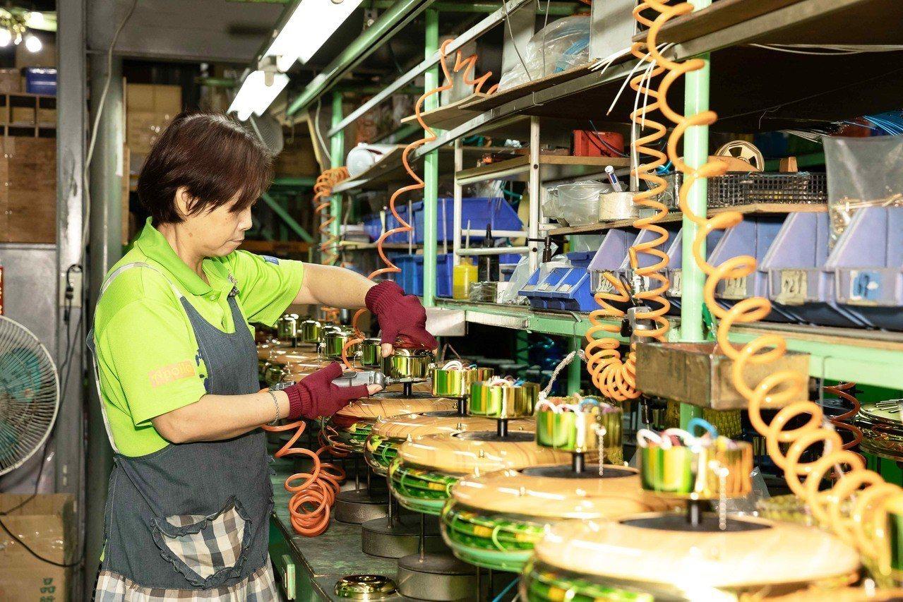 嘉隆企業吊扇組裝線