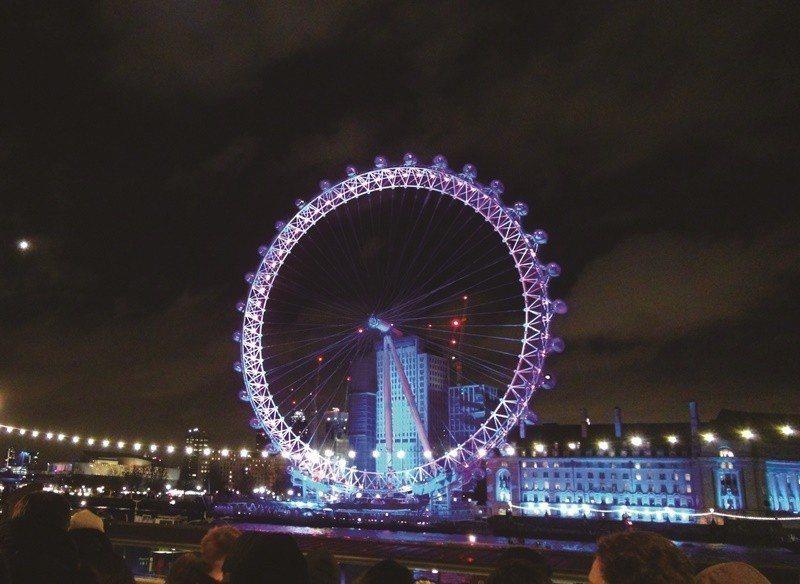 跨年夜的倫敦眼。(中央社戴雅真)