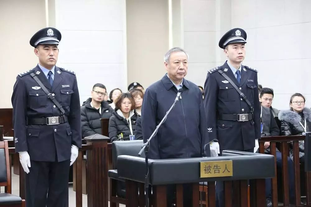 大連市中級人民法院1月31日開庭審理內蒙古自治區政府前副主席白向群受賄、貪汙、內...