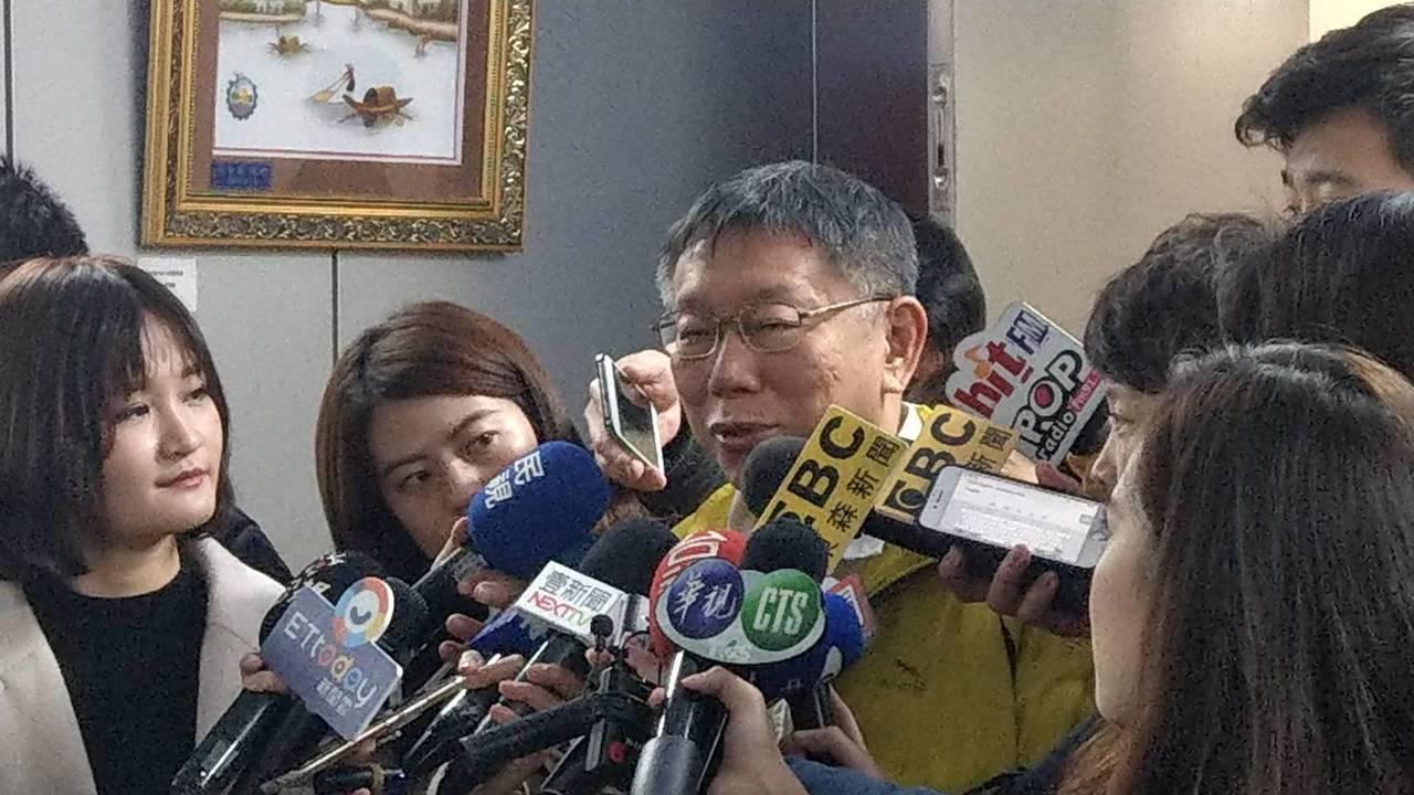 台北市長柯文哲上午在市府受訪談高雄市長韓國瑜。記者楊正海/攝影