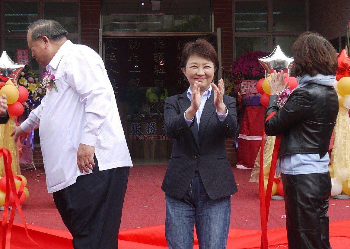 藍營中生代拱高雄市長韓國瑜參選總統,台中市長盧秀燕(中)今早表示,韓國瑜如果有意...