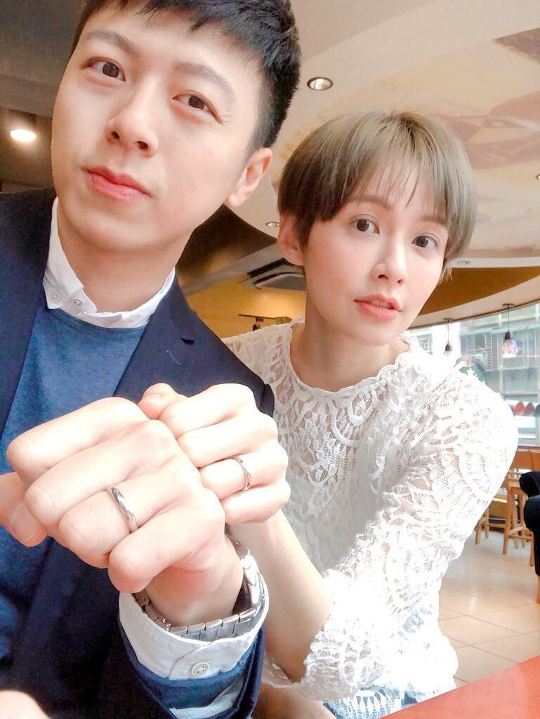袁艾菲和男友辦結婚登記,正式升格人妻。圖/傳軒媒體提供