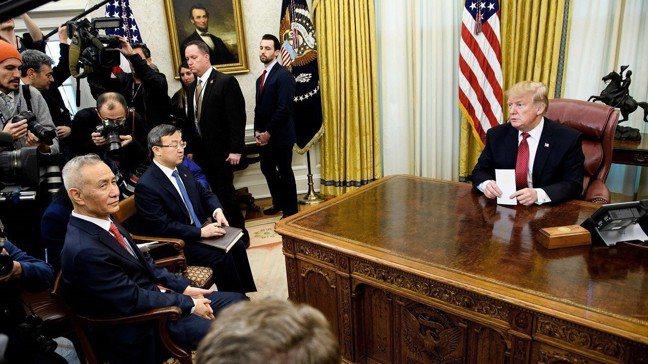 美國總統川普31日在白宮橢圓辦公室會晤中國國務院副總理劉鶴,指中方採購500萬噸...