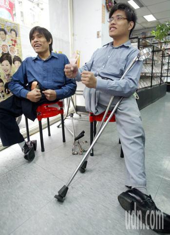 亞洲第一對成功分割的坐骨連體雙胞胎忠仁、忠義,長大後仍常回台大醫院。聯合報系資料...
