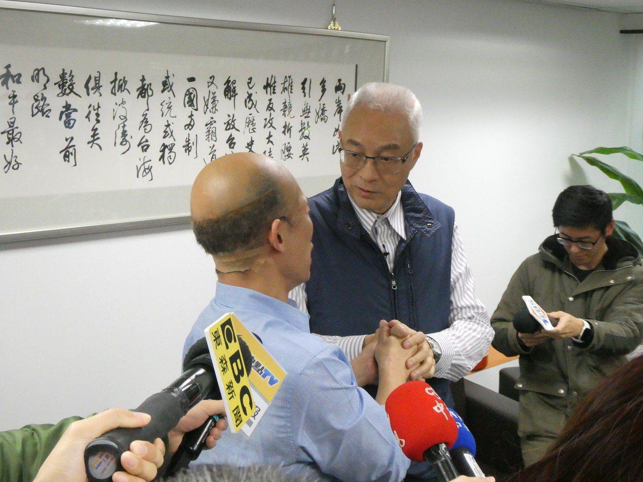 國民黨總統提名機制與時程未定,黨主席吳敦義下午受訪表示,已要求智庫就初選事宜先做...