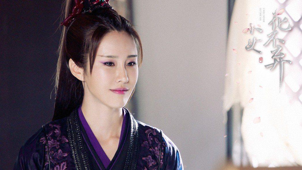 黃心娣在「少女花不棄」戲中演出雙胞胎角色,演技大挑戰。圖/周子娛樂提供