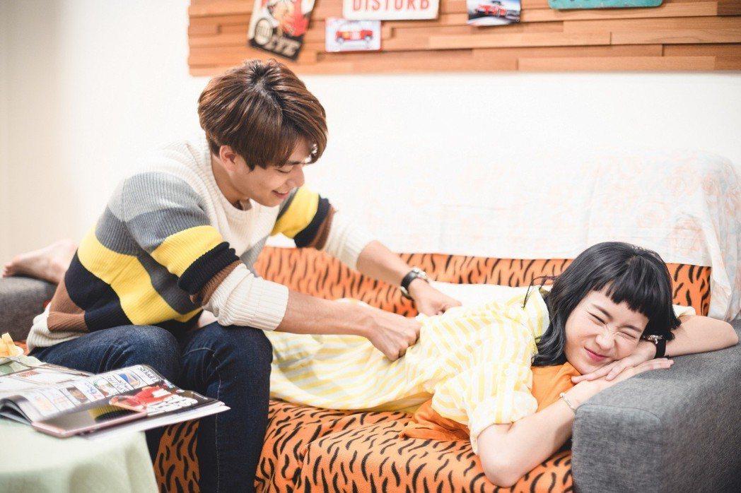 鍾瑶(左)、林子閎在「艾蜜麗的五件事」戲中,2人感情進展到同居階段不斷放閃。圖/...