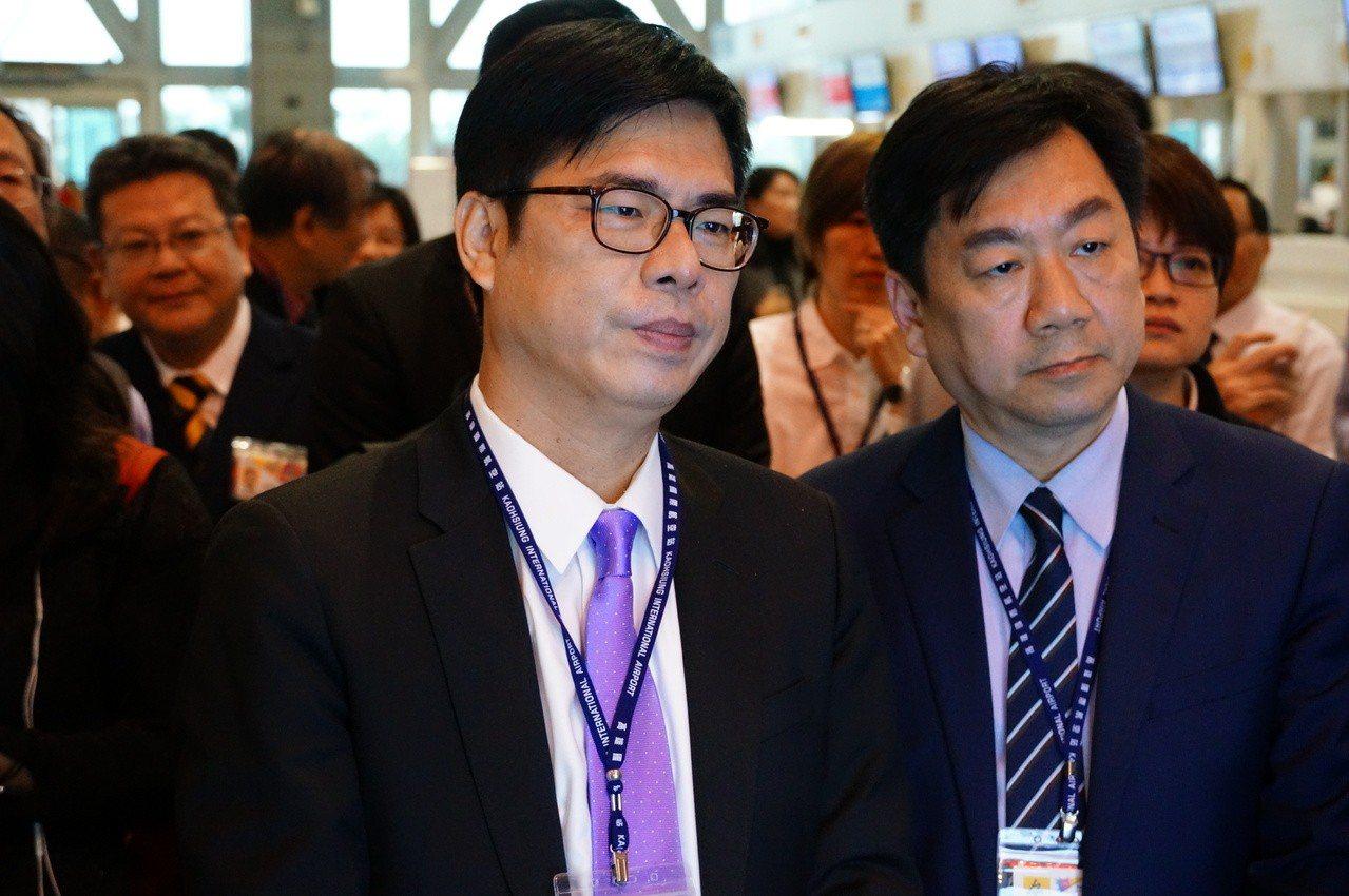 行政院副院長陳其邁(右二)今天下午視察小港機場。記者林伯驊/攝影