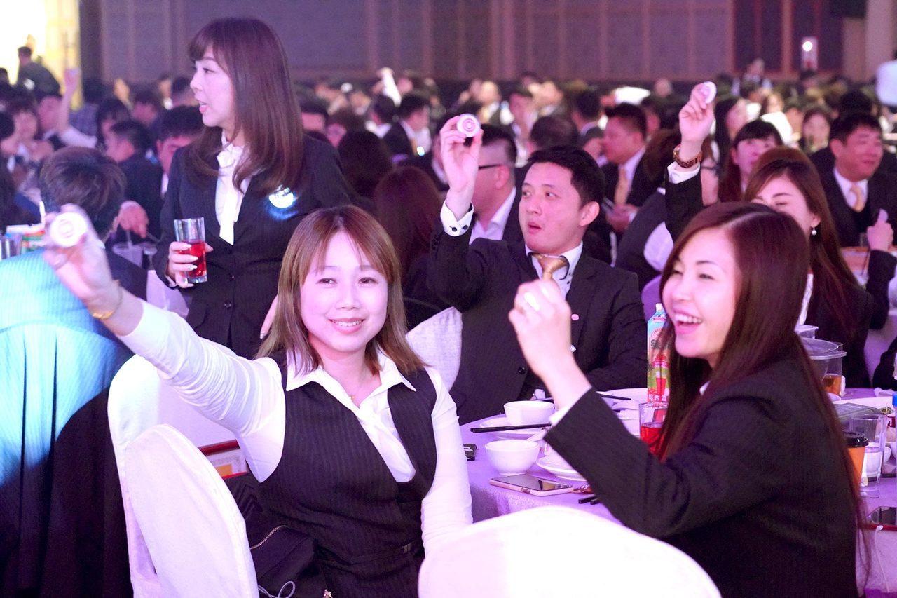 永慶加盟三品牌竹苗區尾牙,現場氣氛熱絡。圖/永慶房屋提供