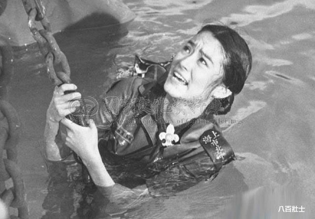 電影《八百壯士》場景中,林青霞帶著國旗縱身一躍的不是蘇州河,而是高雄愛河。 圖/...