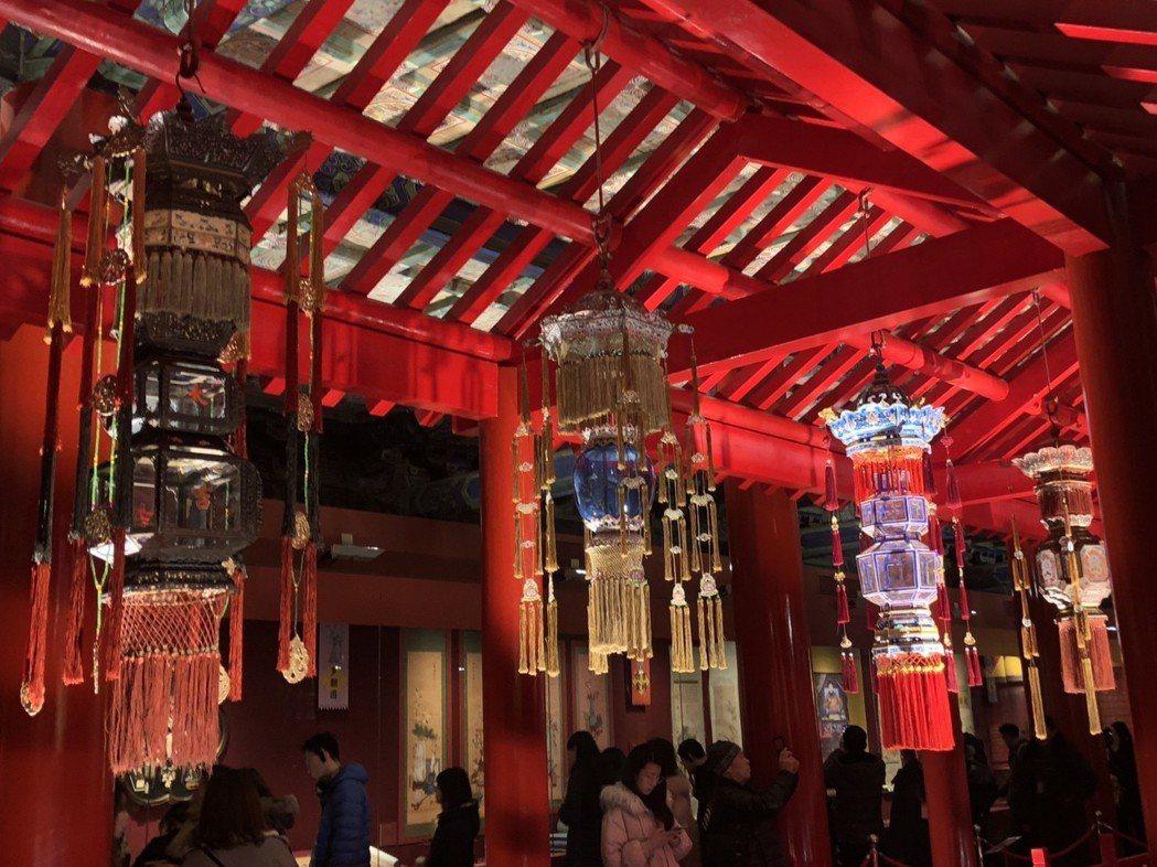 北京故宮梳理大量史料,重新打造出清代的精緻宮燈。 記者許依晨/攝影