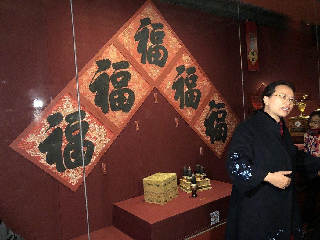 北京故宮博物院副院長任萬平介紹,皇宮從臘月初一就開始過年,「從皇帝寫第一個福字起...