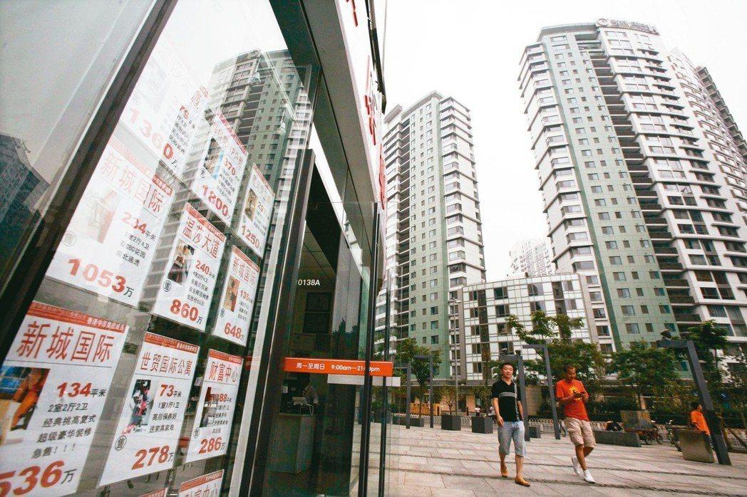 無論是重慶的三層別墅還是江蘇的破舊工廠,想搜房、找房、買房都可以足不出戶,在網路...