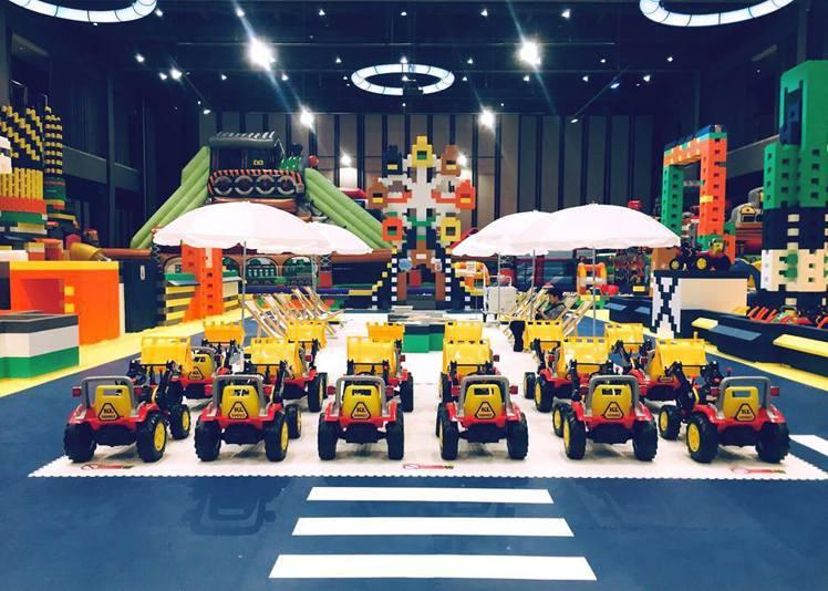新光三越高雄左營店、台北南西店推出以無毒的環保EPP巨型積木打造的「Kid's建...