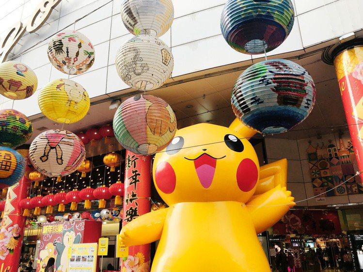 SOGO台北店找來皮卡丘與普濟殿花燈,妝點春節熱鬧氣息。記者江佩君/攝影