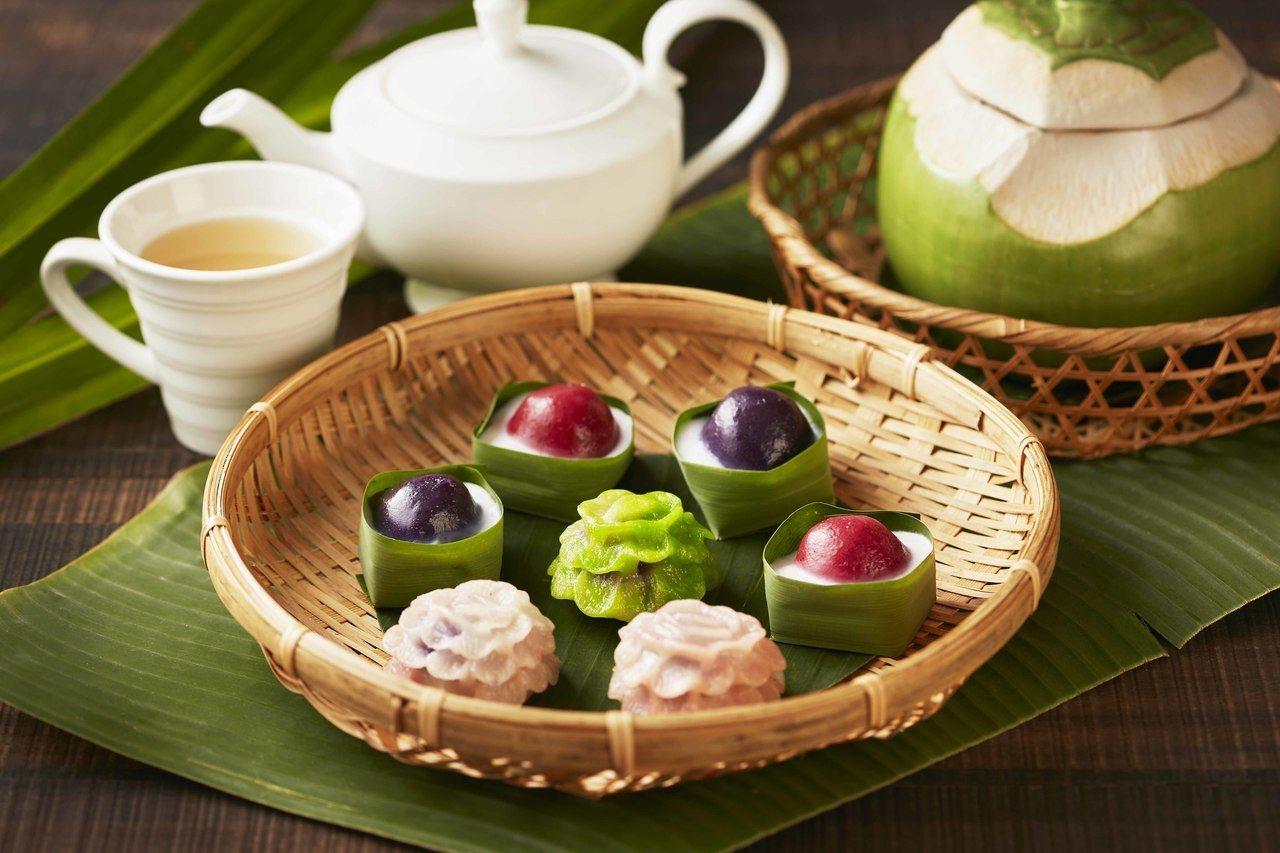 「紫地瓜花園」和「椰香芝麻伴雙月」。 台北喜來登/提供