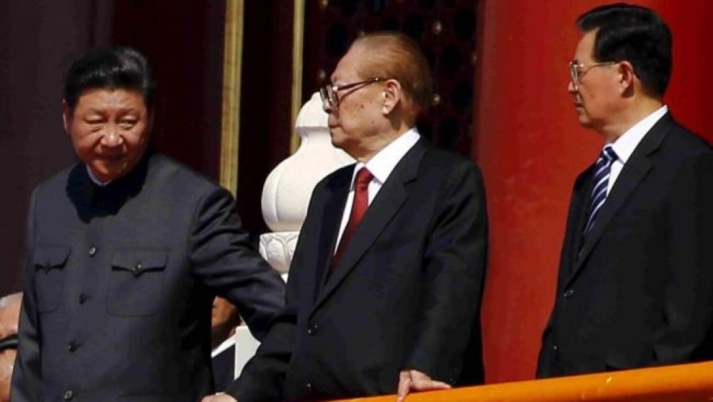 習近平春節前看望「老同志」,江澤民排在胡錦濤前面。圖為他們在天安門城樓的照片。 ...
