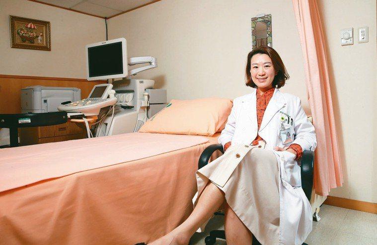 陳俐瑾說,她產檢過的孕婦,十個月下來都有了感情,看孩子順利出生,就是產科醫師最大...