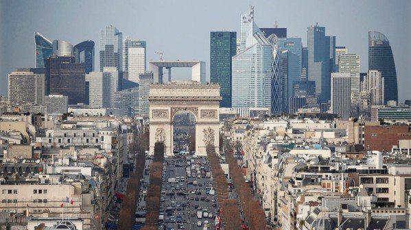 法國巴黎拉德芳斯商業區。 (路透)