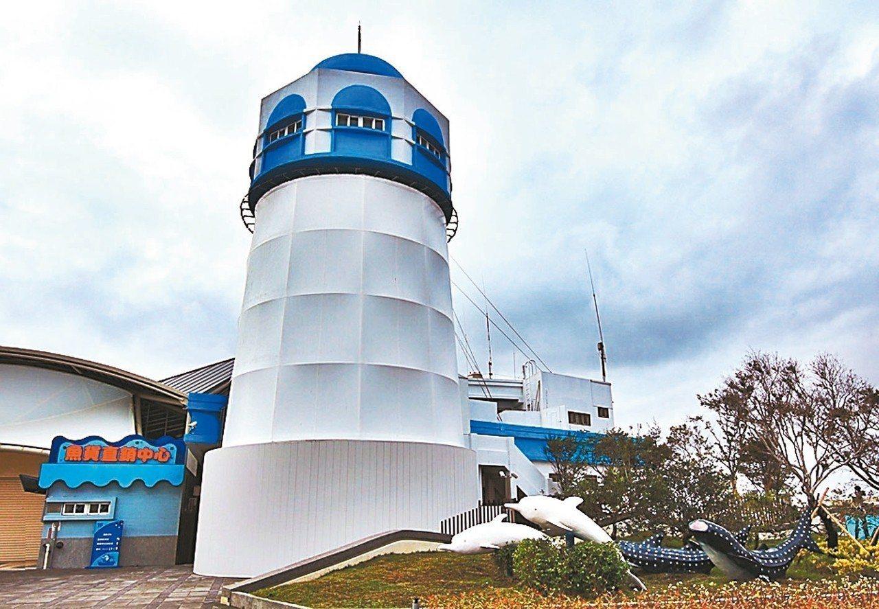 梧棲觀光漁港變身,魚貨直銷中心過年不打烊。 記者黑中亮/攝影