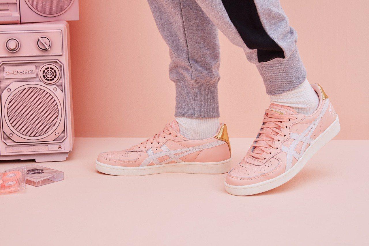 Onitsuka Tiger特別推出品牌八〇年代網球鞋款為基底設計的豬年復刻限定...