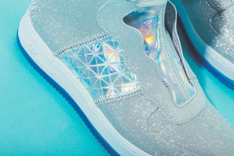 Nike AF1 Rebel XX運動鞋,兩側精緻拼接細節和車縫設計靈感源自古老...