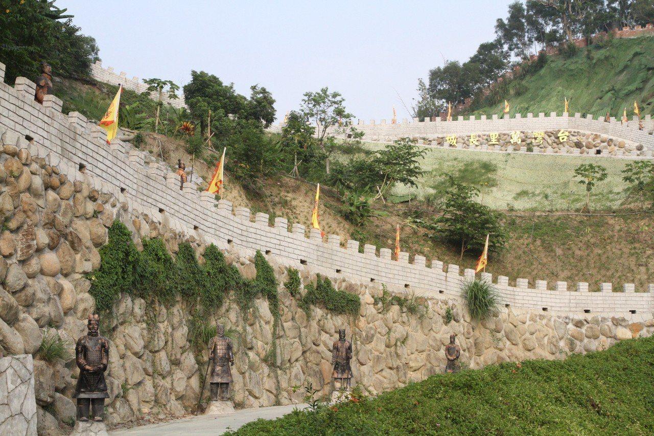 台南白河縮小版的萬里長城,全長約3公里長,至高點「烽火台」可360度環景觀看周遭...