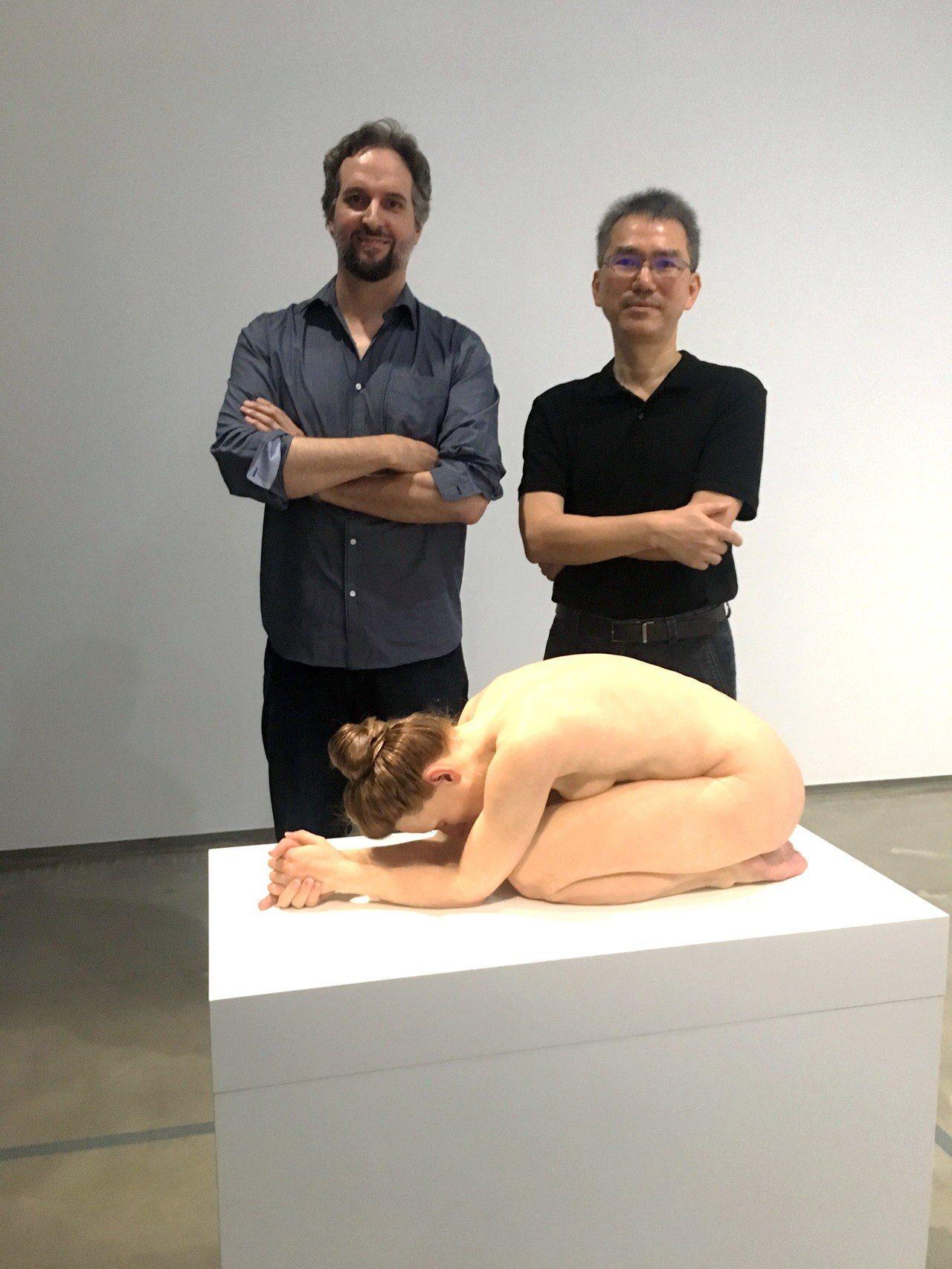 毓繡美術館館長李足新(右)不幸癌逝。記者何定照/攝影