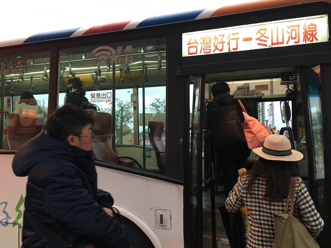 春節連假期間,「台灣好行」40條客運路線電子票證半價優惠。聯合報系資料照