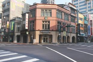 重慶門市是台灣第一家以藝文空間為主題的形象門市。圖/星巴克提供