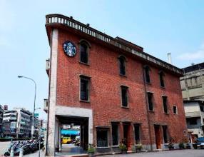 艋舺門市結合萬華地區市級古蹟─林家古宅,揉合中、西特色,保存過去萬華舊貌的古風風...