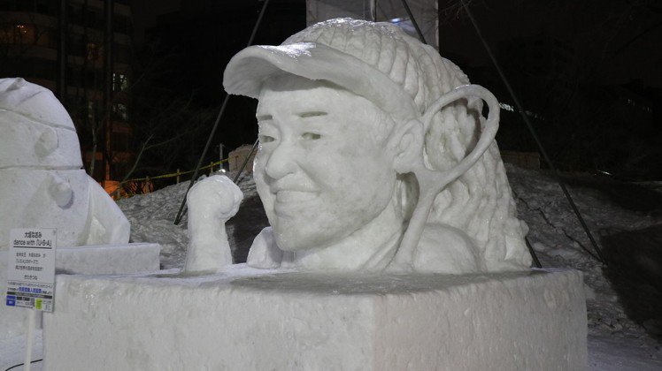 一般民眾製作參展的新世界球后大坂直美小雪像。東京記者蔡佩芳/攝影