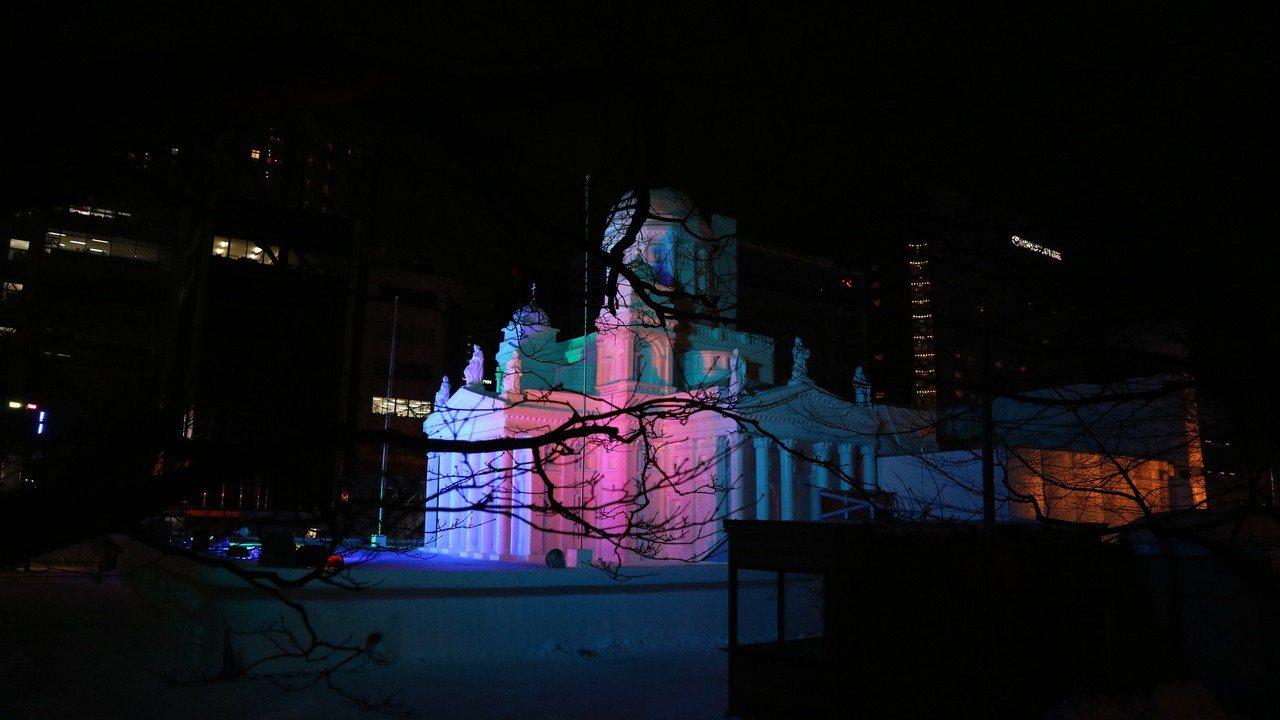 由陸上自衛隊北部方面通訊群打造的「赫爾辛基大教堂」大雪像有實物三分之一大小,忠實...