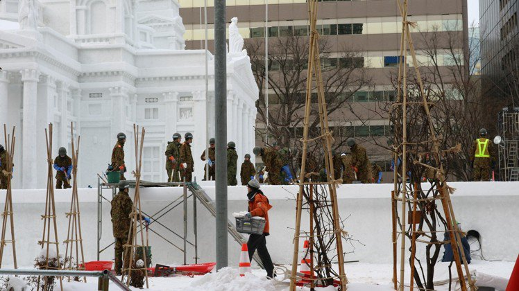 札幌雪祭大雪像之一「赫爾辛基大教堂」由陸上自衛隊北部方面通訊群打造,精緻細膩,開...