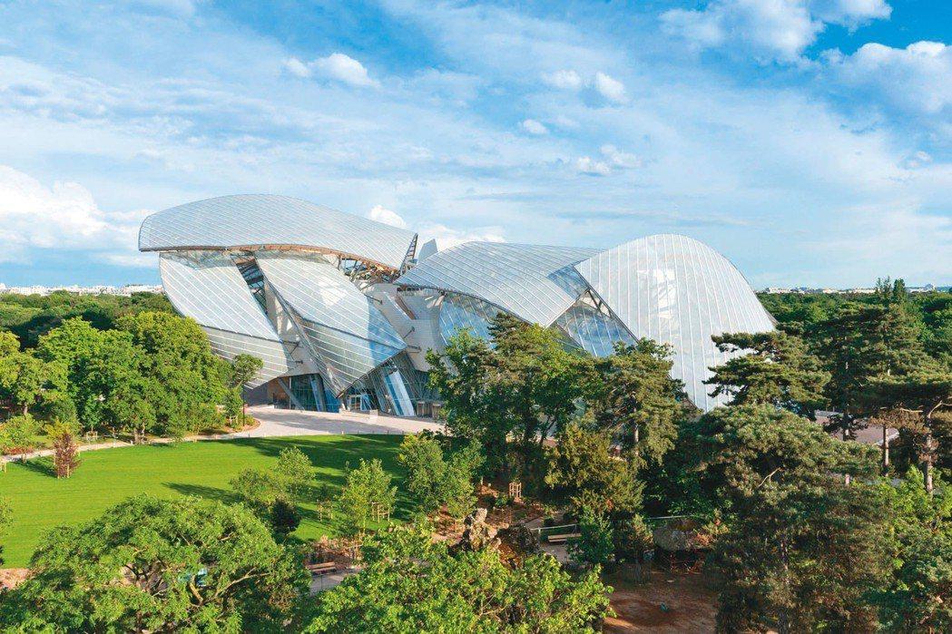 由建築師Frank Gehry設計的路易威登基金會位坐落於巴黎近郊。圖/LV提供