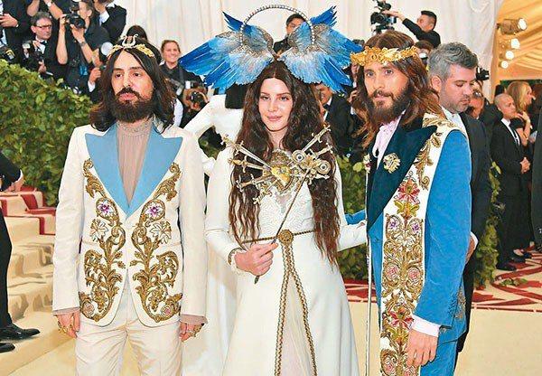 今年紐約大都會博物館春季特展由Gucci擔任主要贊助品牌。(左起)Gucci創意...