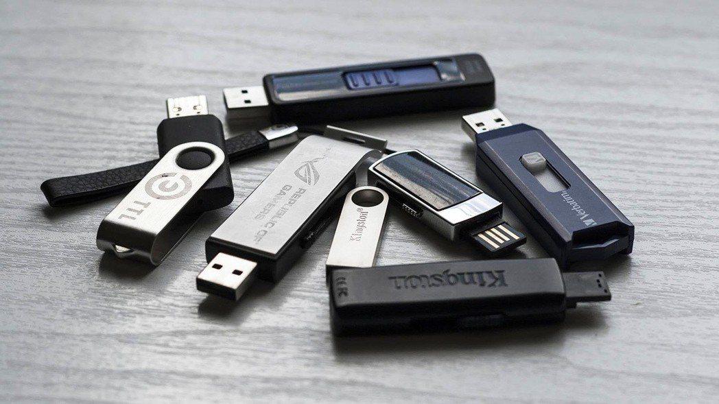 現在已經是一般人都會用來儲存資料的USB隨身碟,你有印象是甚麼時候開始用它的嗎?...