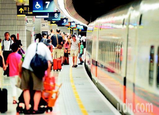 2007年1月5日才通車的高鐵,省去很多返鄉民眾的往返時間。本報資料照