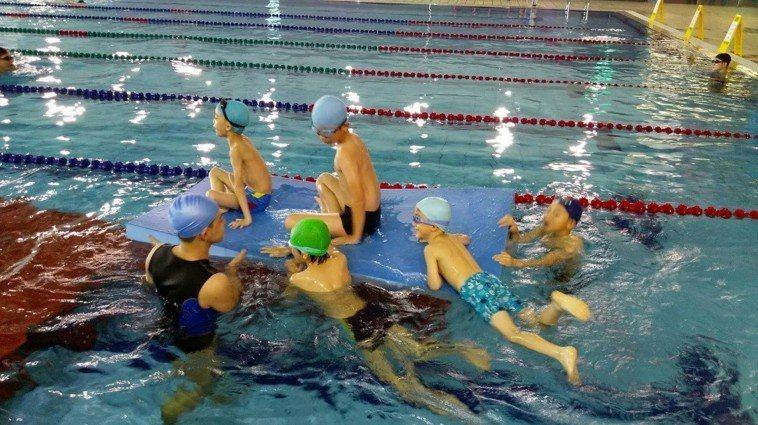 小朋友游泳。圖/台中市政府提供