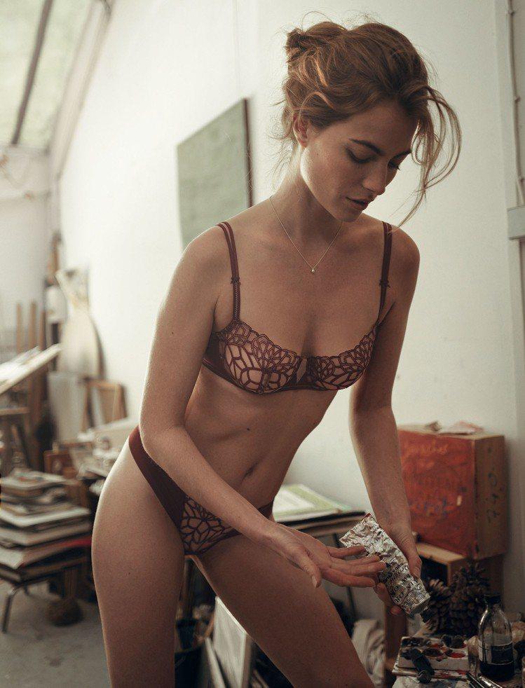 西蒙佩兒嘉娃系列無襯胸罩4,480元、褲2,680元。圖/Simone Pérè...