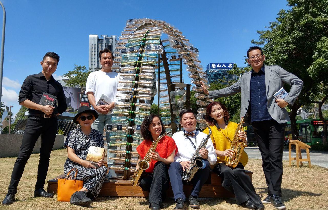 台中秋紅谷生態公園旁的「瓶中書」書席。記者趙容萱/攝影