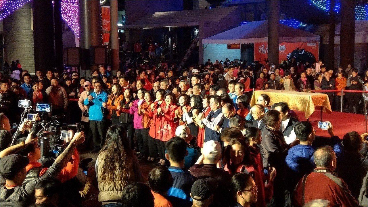 宜蘭縣長林姿妙帶領縣府團隊與各級民代,向大家拜年道恭喜。記者戴永華/攝影