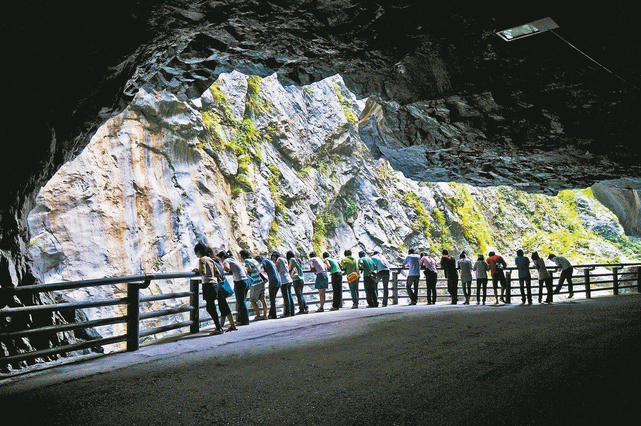 來台旅遊的觀光客人數雖然增加,但從大數據分析發現藏著「三大隱憂」。圖為太魯閣。 ...